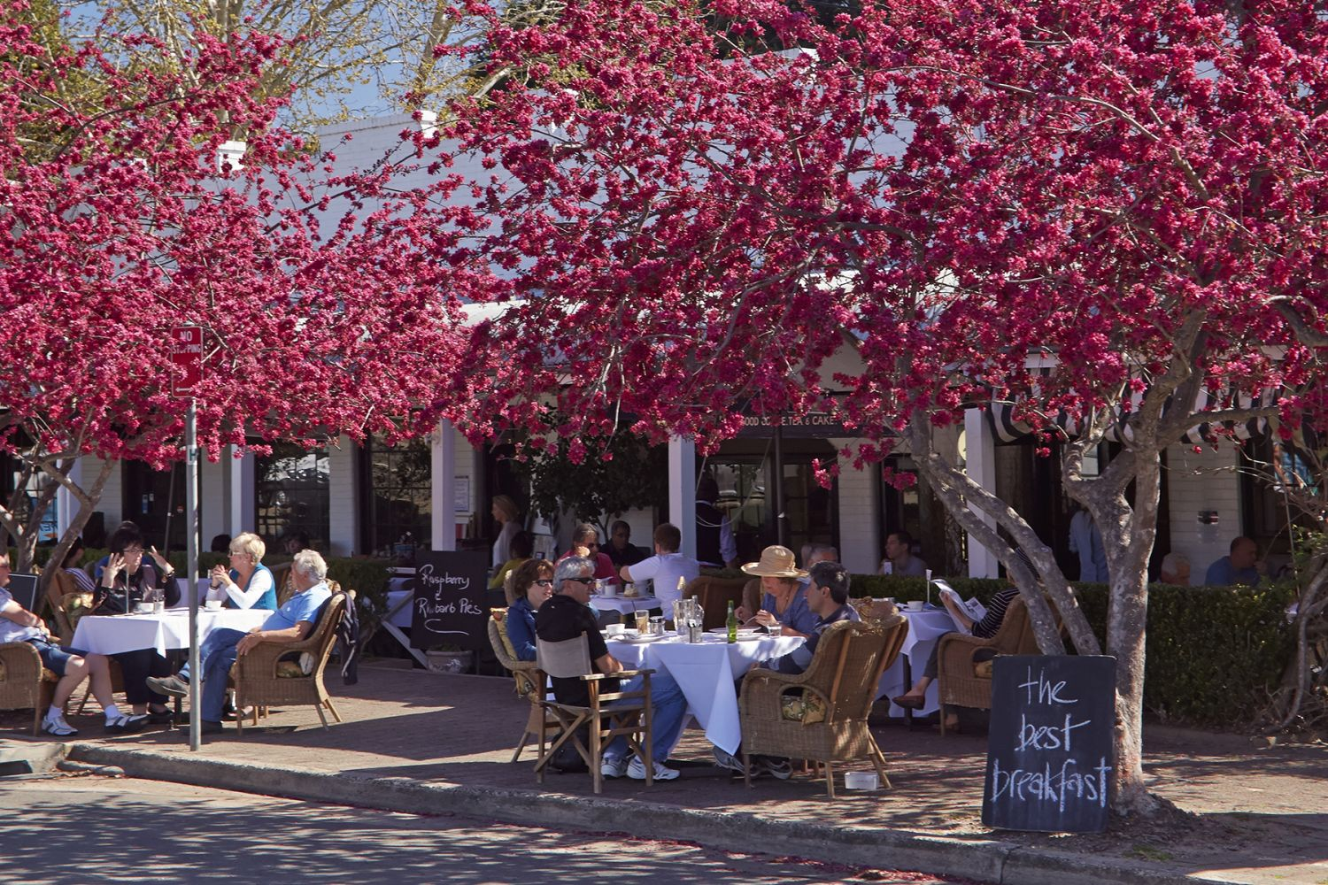 Al fresco dining in the village of Berrima, Southern Highlands