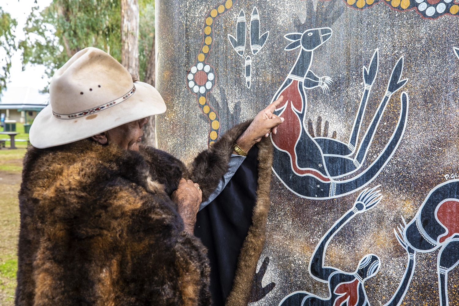 Peter Peckham of First Lesson Cultural Tours, Dubbo sharing his knowledge of Aboriginal art