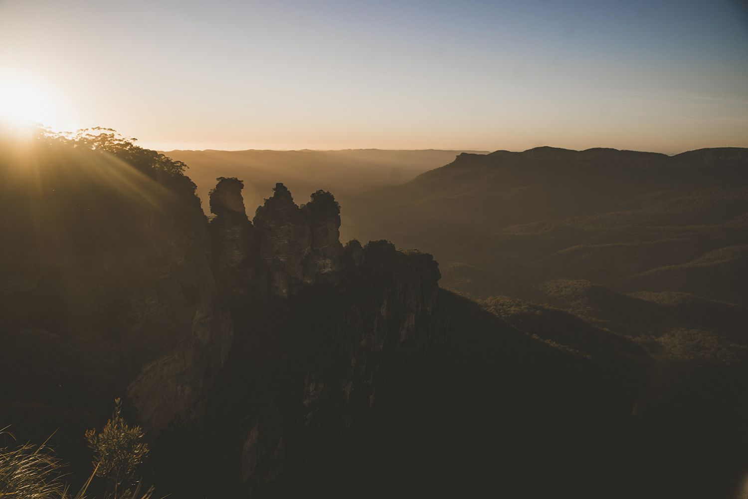 Sun rising over the Three Sisters, Katoomba in the Blue Mountains National Park