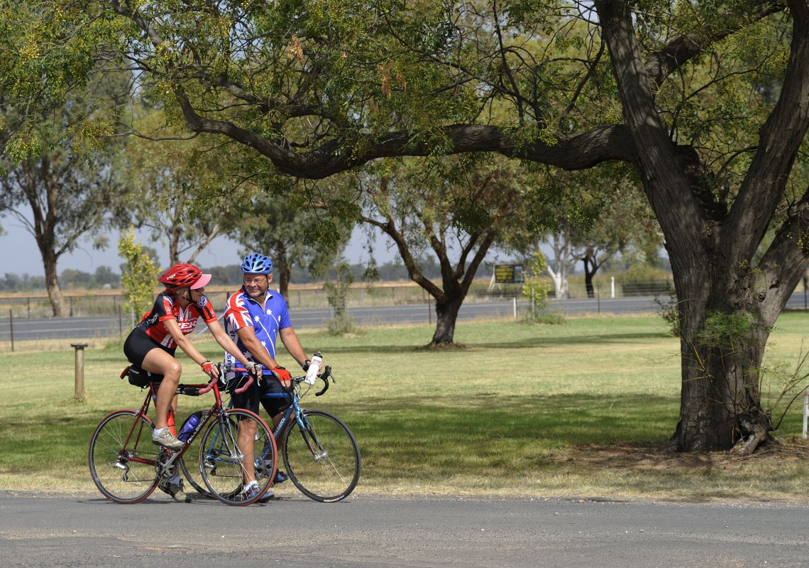 People cycling in Narromine