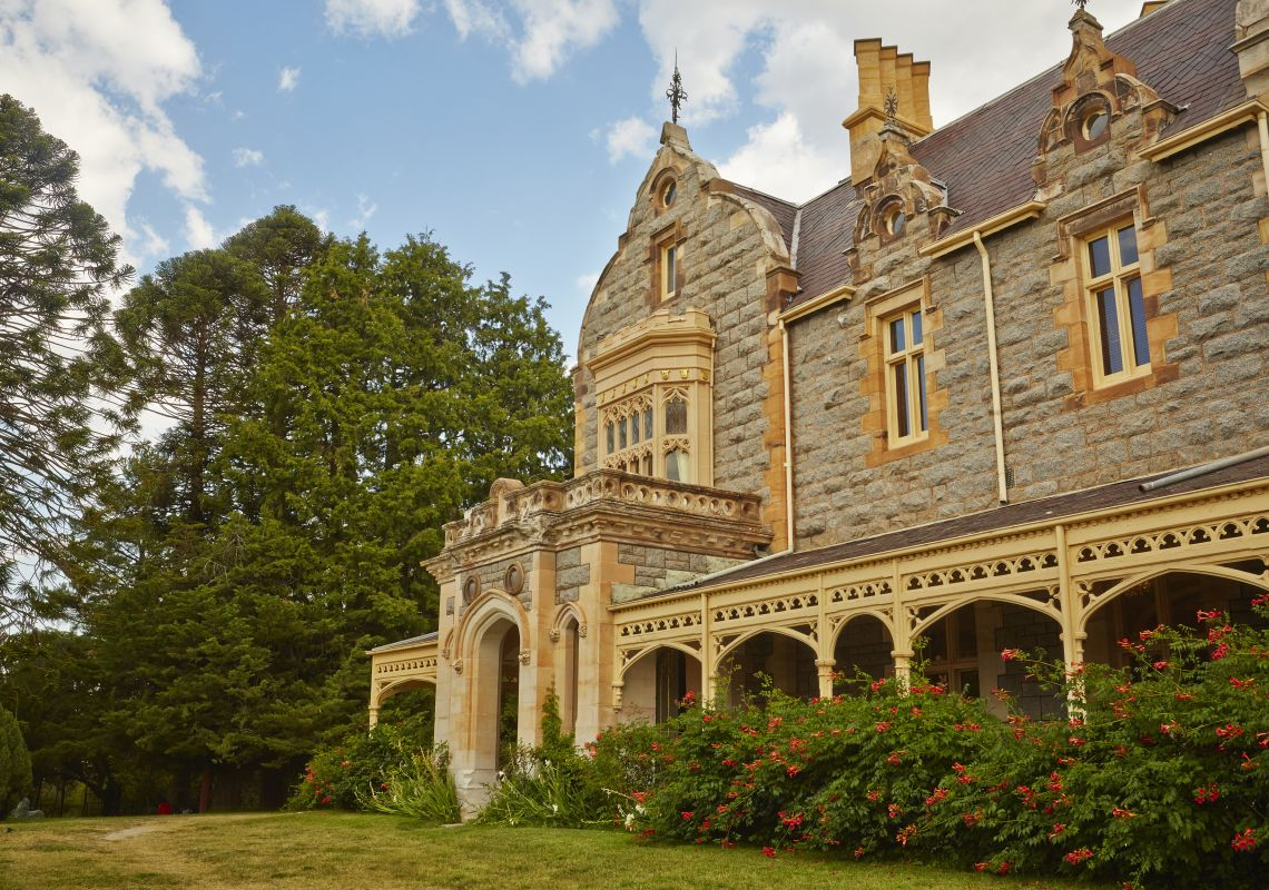 Exterior view of the heritage-listed mansion Abercrombie House, Bathurst