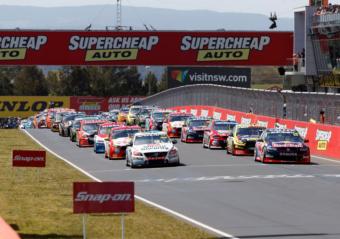 Cars at the Bathurst 1000 starting grid, Mount Panorama