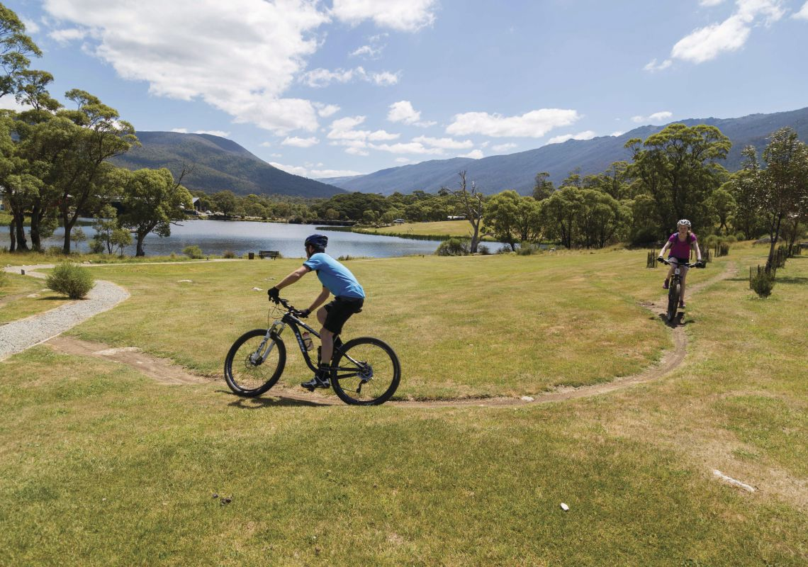 Cycling around Lake Crackenback - Snowy Mountains