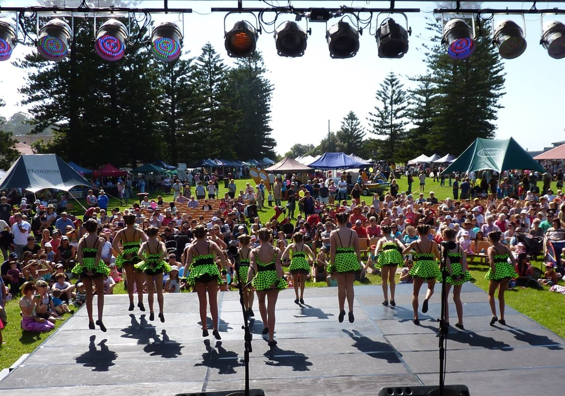 Dancing for joy, Thirroul Seaside and Arts Festival