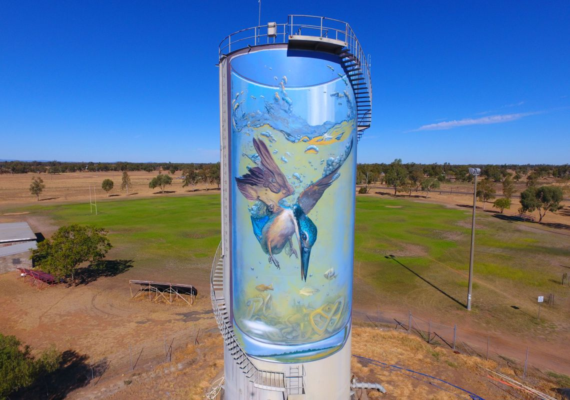 Water tower mural of a diving kingfisher in Gulargambone, NSW
