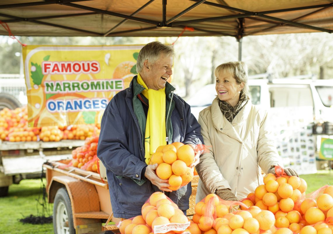 Locals farmers with their famous Narromine oranges at the Dubbo Farmers Market
