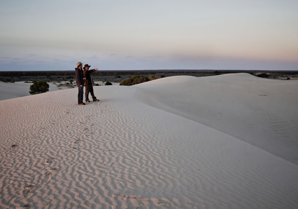 A guided tour on the sand dunes of Mungo National Park