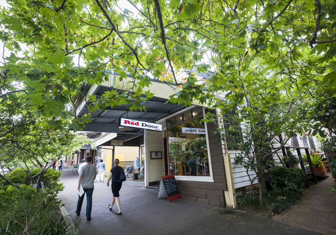 Cafes and stores along Leura Mall in the Blue Mountains