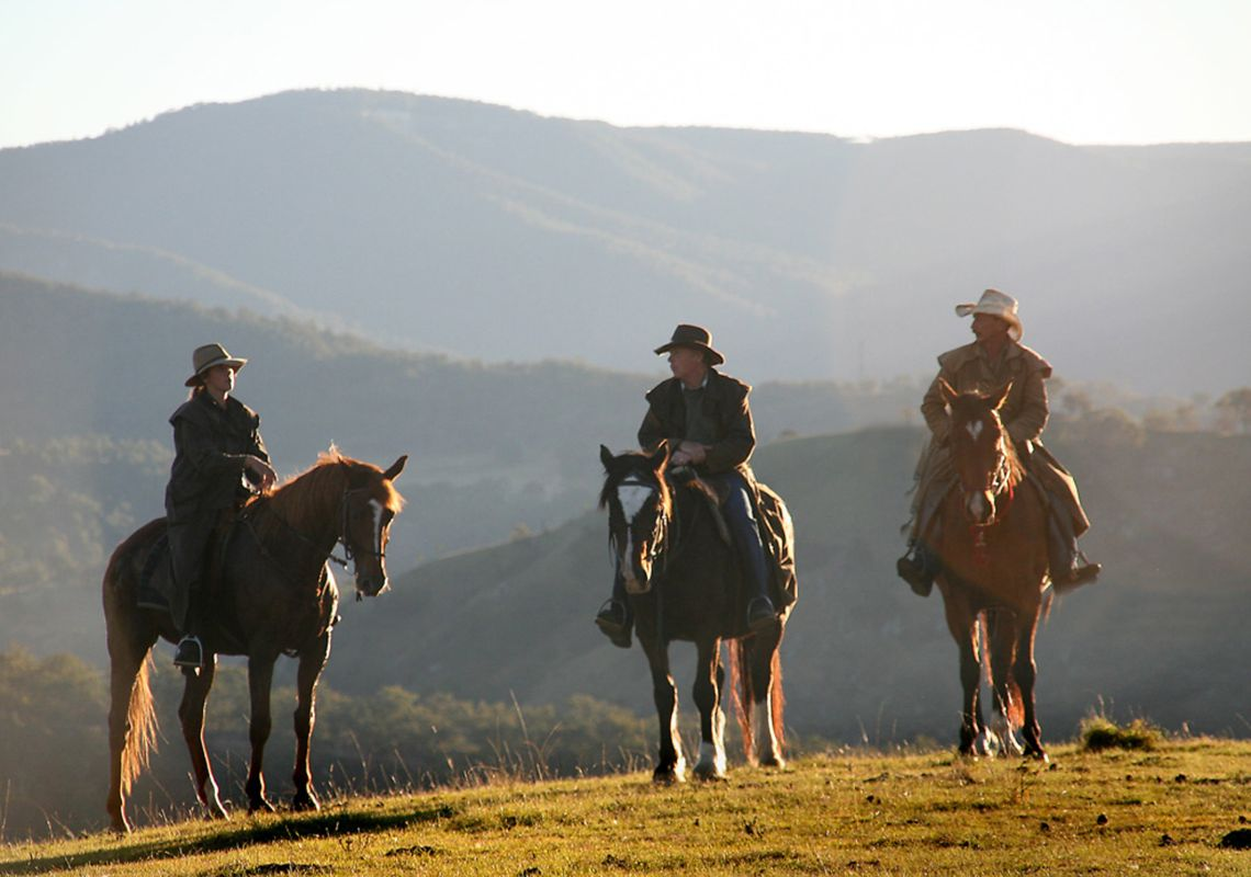 Riders on horses overlooking the ravines of the Coxs River at Blue Mountains Horse Riding Adventure Tours, Megalong Valley