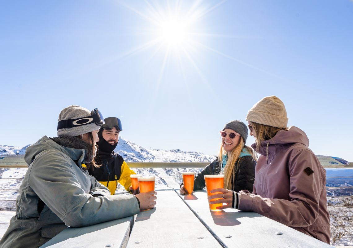 Friends enjoying drinks in Perisher, Kosciuszko National Park - Snowy Mountains