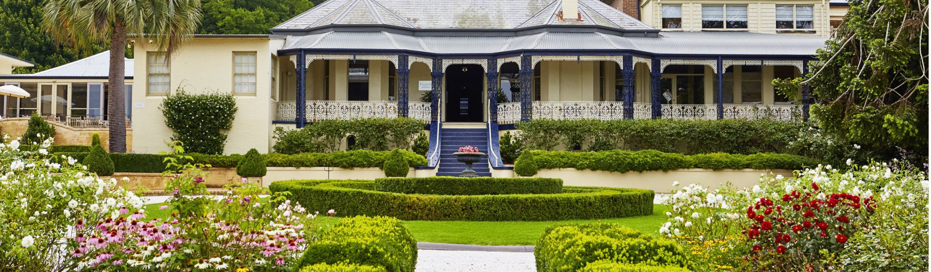 The elegant entrance to Peppers Craigieburn in Bowral, Southern Highlands