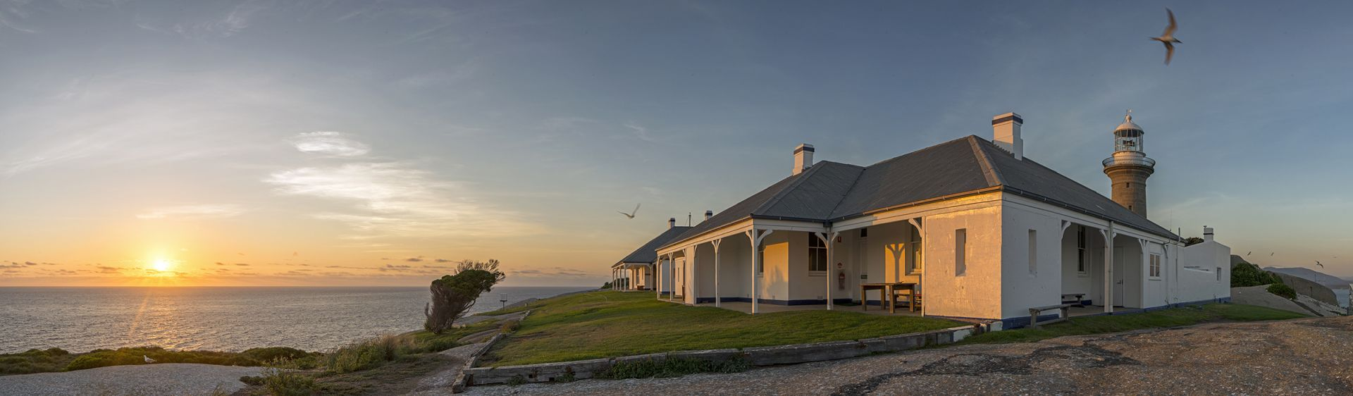 Coastal Accommodation - Cottage on Montague Island