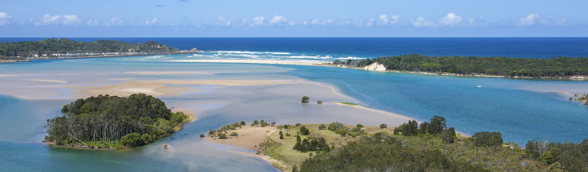 The mouth of the Nambucca River in Nambucca Heads, NSW, Australia.