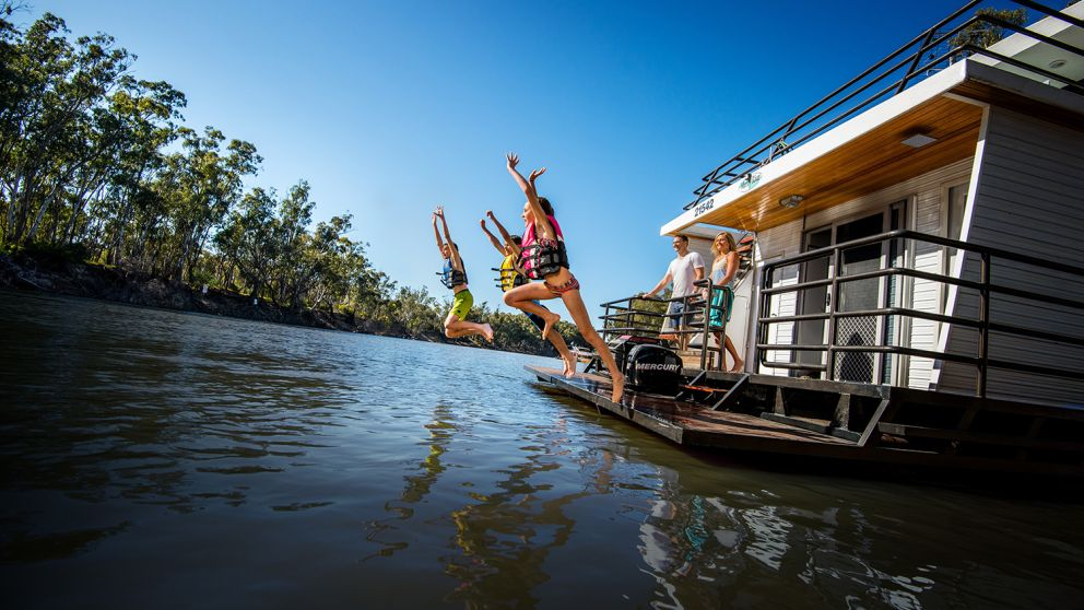 Family holidays on the Murray River in Bundalong