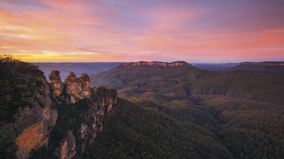 Sunrise over Jamison Valley in the Blue Mountains