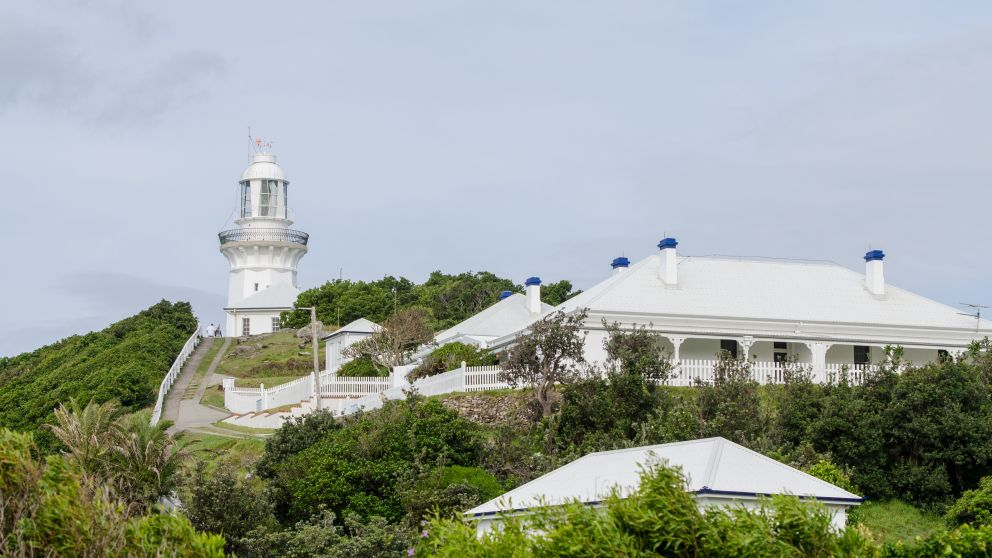 Smoky Cape Lighthouse and lighthouse keepers' cottage at Hat Head National Park